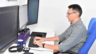 ASSIST Software employee giving general guidance about the best way of writing clean code